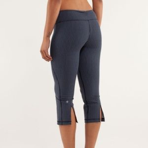 Lululemon Gather & Crow Crop In inkwell striped